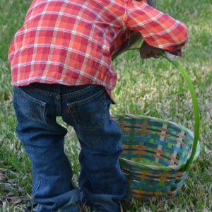 Easter Holiday Scavenger Hunt {Free Printable}