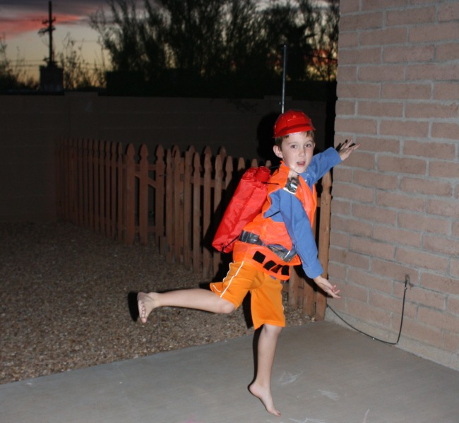 Emmet Jumping Jacks LEGO Movie  sc 1 st  Desert Chica & DIY Emmet LEGO Movie Costume | Desert Chica