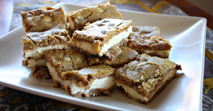 Easy Pumpkin Spice Cheesecake Bars