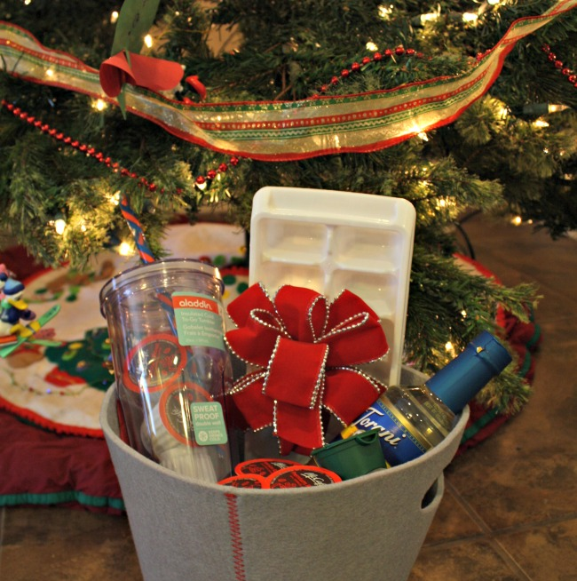 coffee lovers gift basket idea - Christmas Basket Decoration Ideas