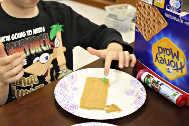 Decorate Christmas Chess Board Graham Crackers