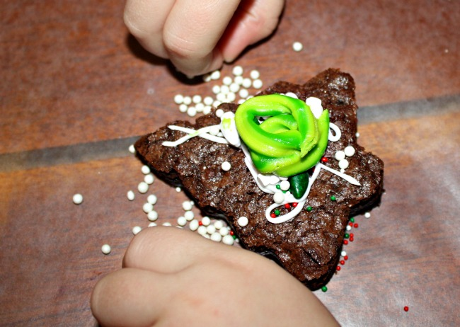 Kids Christmas Tree Brownie Pops