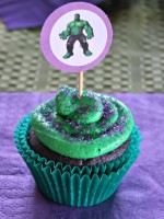 Easy Hulk Cupcakes with DIY Topper