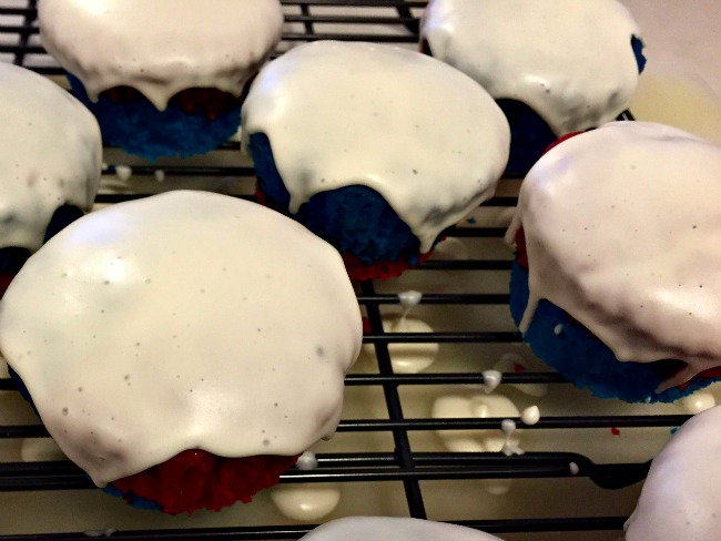 Poured fondant patriotic cupcakes