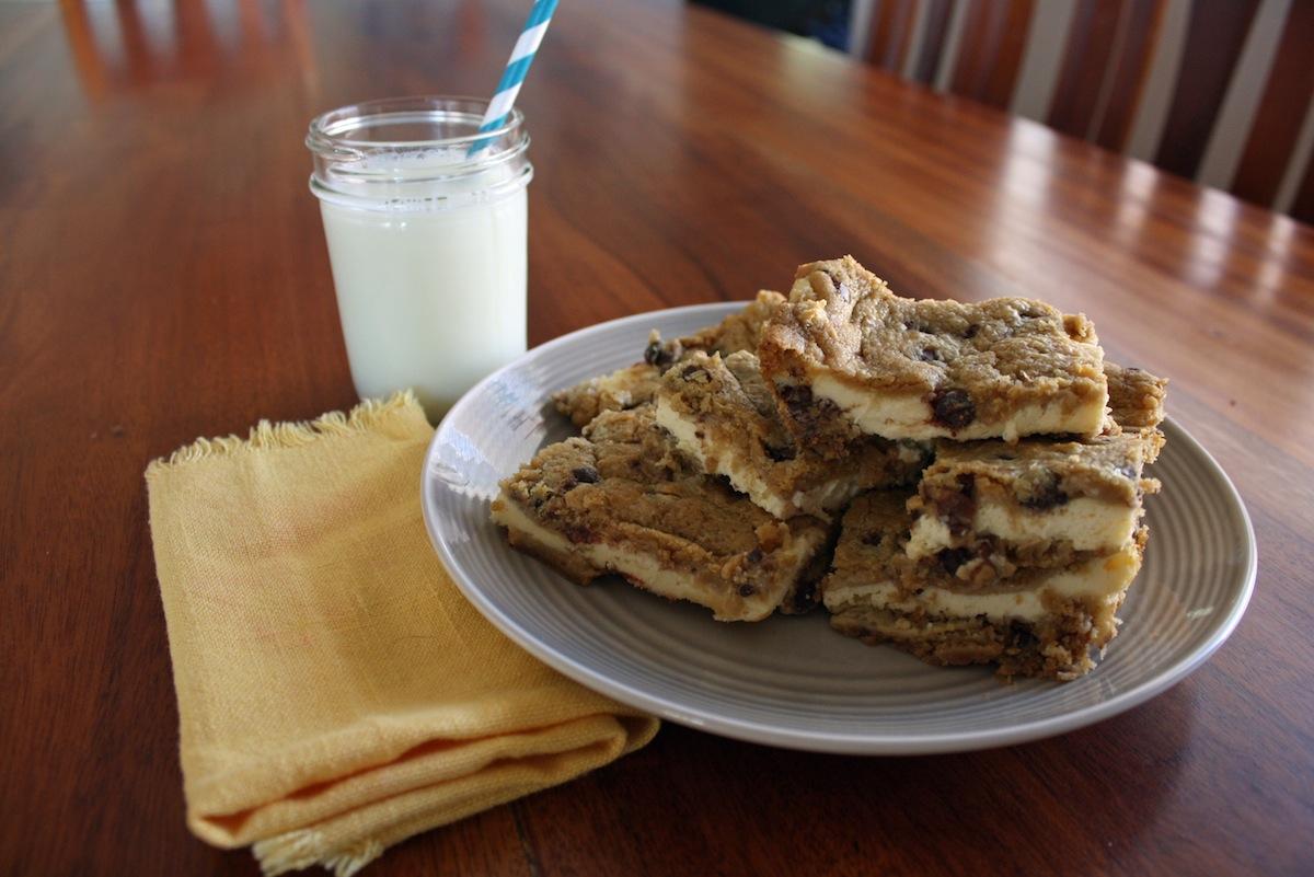 Turtle Cheesecake Cookie Bars | Desert Chica