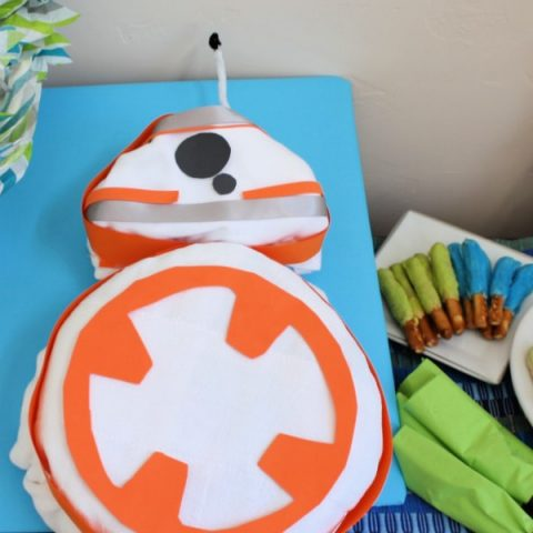 Star wars baby shower tablsecape featuring a BB-8 shaped diaper cake