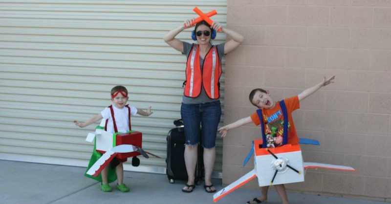 airplane-costumes-from-cardboard-boxes