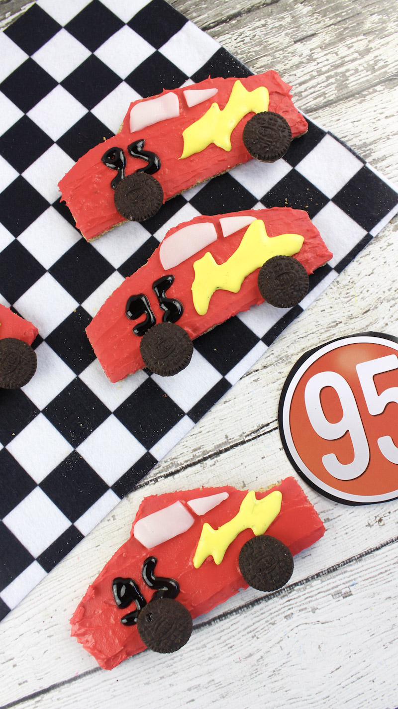You won't believe how fast your kids will eat these cute Lightning McQueen graham cracker treats. Make a few to celebrate the new Cars 3 movie! Ka-chow!
