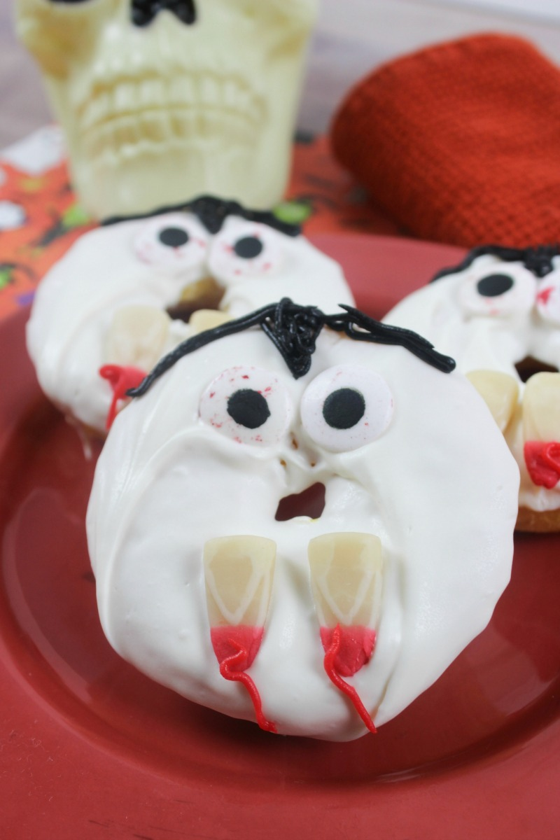 Everyone loves donuts, even the undead! Check out these homemade vampire donuts, perfect for a fun Halloween themed treat. Halloween Kid Recipe | Halloween Recipe | Halloween Party Food | Halloween Food