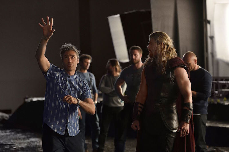 Taika with Hemsworth on Thor Ragnarok Set