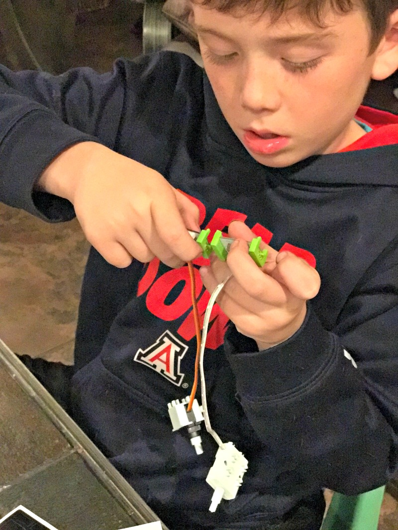 Kids can build their own droid littlebits droid inventor kit