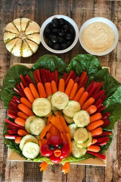 An easy Turkey Veggie Tray Recipe for thanksgiving or all fall holiday