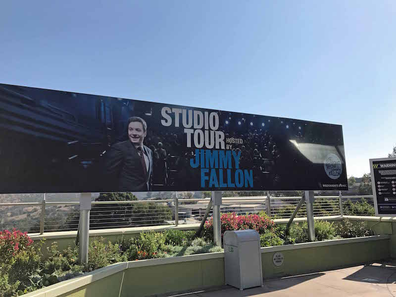 4 Reasons Universal Studio s Hollywood Is Better Than Universal Orlando - Jimmy Fallon hosts the Universal Studios Hollywood lot tour