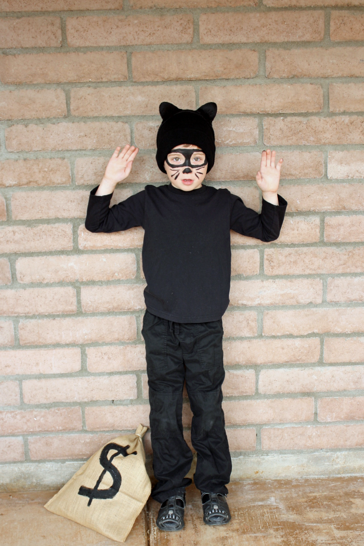 Easy Cat burglar costume included in easy DIY costumes from the Ultimate list of easy DIY costumes