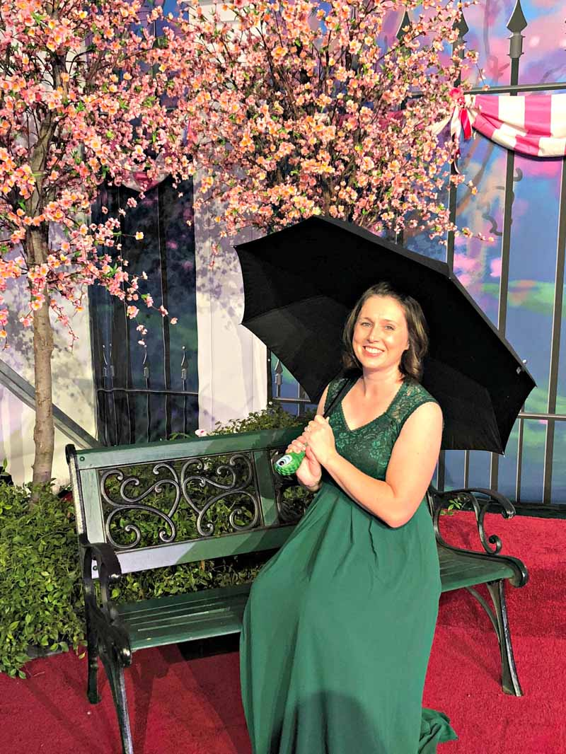 Awesome Mary Poppins umbrella on the Mary Poppins Returns Red Carpet